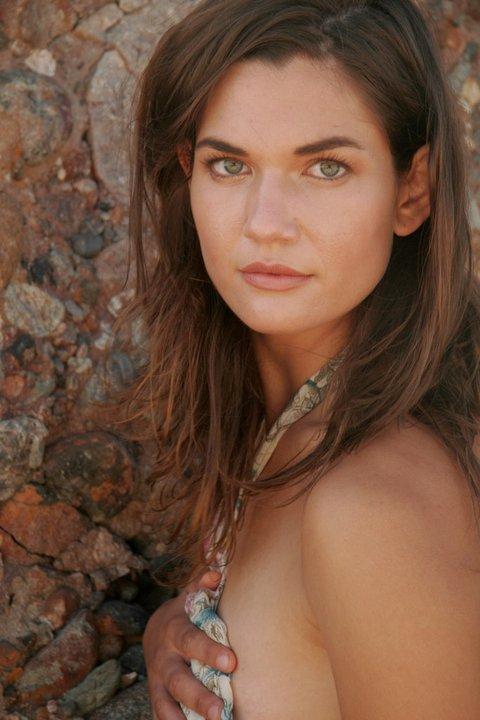 actress teri reeves island zero