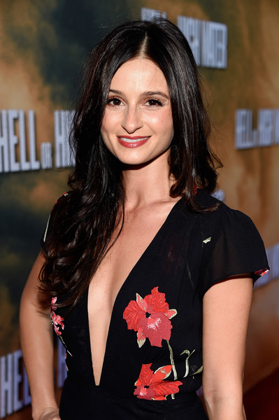 actress melanie papalia travelers