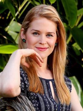 actress vanessa motlzen house of bond