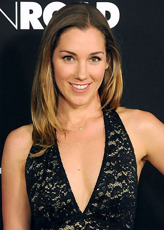 actress carly craig american housewife